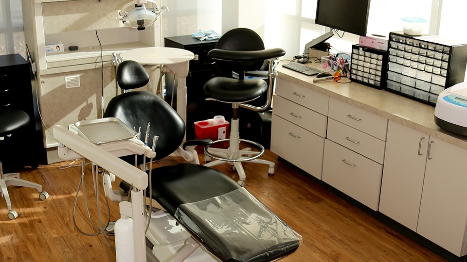 Dental treatment chair
